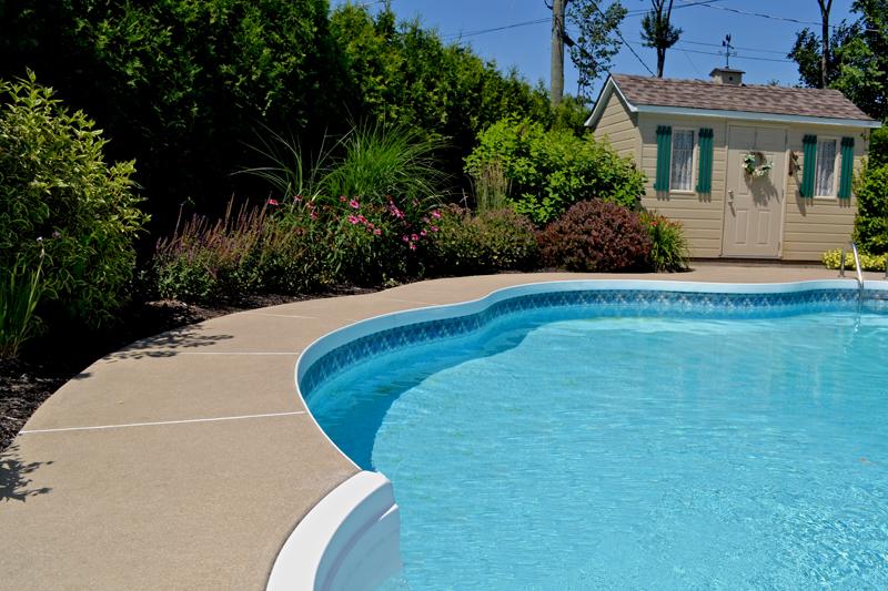 Paysagiste montreal amenagements paysagers piscine laval for Amenagement exterieur piscine creusee